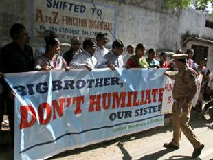 us-reviewing-indian-diplomat-devyani-khobragades-arrest