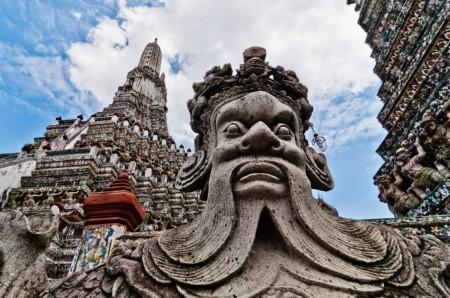 wat-arun-statue1-940x624