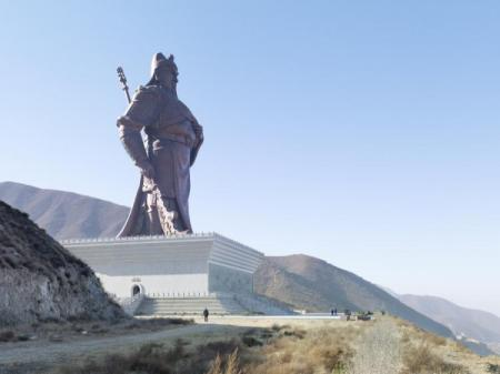 The other giant statue of Guan Yu